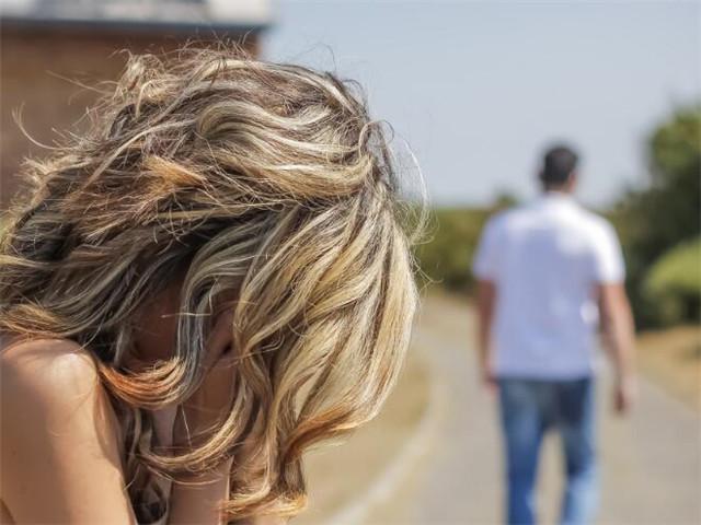 吵架后伤心难过的句子说说心情【跟女朋友吵架伤心难过的句子】